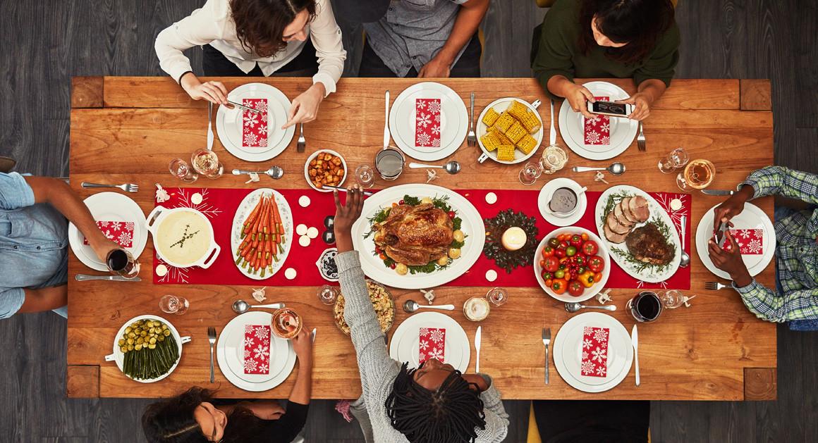 eat thanksgiving dinner